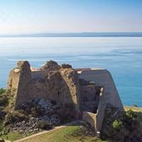 Visites guiades diàries al Castell de la Trinitat.