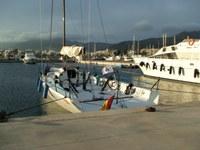 El veler Bribón, que capitaneja el rei Joan Carles, al port