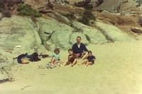 Família a la platja de l'Almadrava