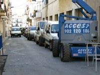 Vehicles aparcat a la banda de muntanya del carrer Pare Claret