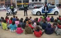 """Visita de la Policia Local als alumnes de la llar d'infants """"El Franquet"""""""