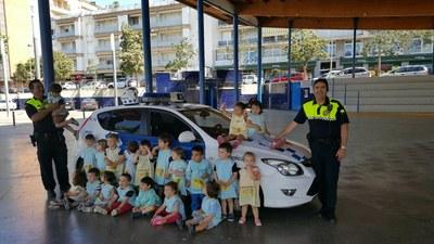 """Visita de la Policia Local als alumnes de la llar d'infants """"El Cavallet de mar"""" 2016"""
