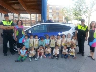 """Visita de la Policia Local als alumnes de la llar d'infants """"El Cavallet de mar"""""""