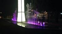 El Monument al Pescador de Roses ofereix una nova imatge amb jocs d'aigua i colors