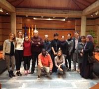 Els alumnes de català del curs Bàsic 1 visiten l'Ajuntament de Roses.