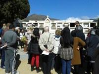 Els alumnes de l'Oficina de Català coneixen el patrimoni local amb una una visita al cementiri de Roses