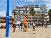 """Els equips """"Monterrey"""" i """"Tard i Malament"""", guanyadors del primer torneig del 28è Cmpionat Volèi Platja Vila de Roses"""