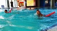 La Piscina Municipal de Roses acull la trobada de natació per a discapacitats psíquics