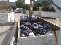 La Policia Local de Roses destrueix 7.000 articles de material comissat a venedors il·legals durant 2016