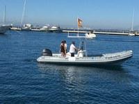 La societat municipal Port de Roses avara una nova embarcació per al control i seguiment del nou sistema de fondeig a les cales del municipi
