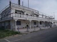 """L'edifici de l'antiga sala de festes """"New Orleans"""", en estat ruïnós, serà enderrocat"""