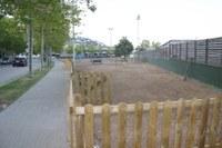 Roses instal·la el primer pipi can del municipi a la zona esportiva